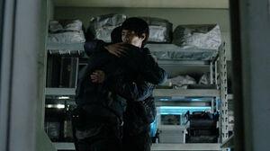 The 100 S3 episode 15 - Monty and Jasper hugging