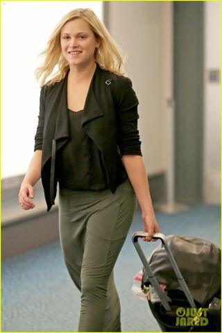 File:Eliza Taylor Suitcase.jpg