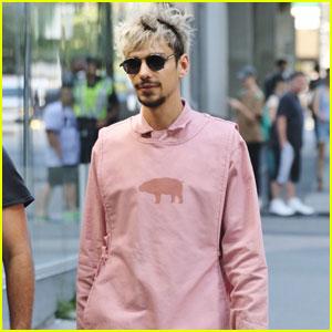 File:Devon-bostick-ojka-set-pink-outfit-paul-dano.jpg