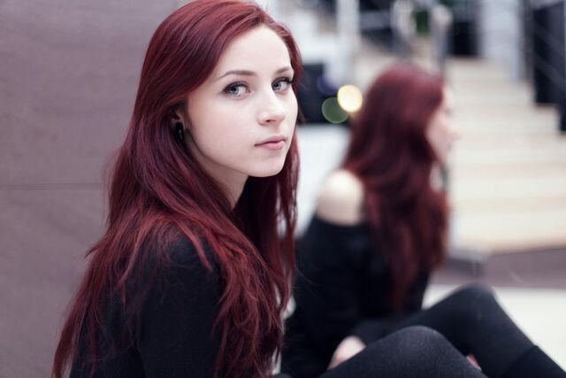 File:Girl-red-hair-you 89514.jpg