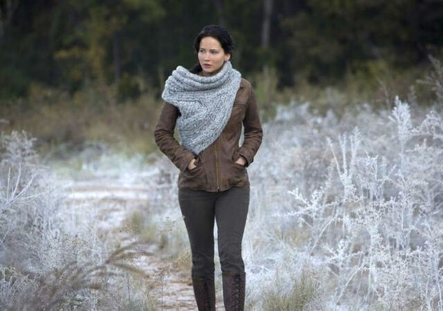 File:Katniss-woods cf-thg.jpg