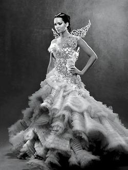 File:Katnissweddingdress vfoctober.jpg