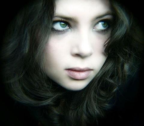 File:Beautiful,girl,dark,hair,green,eyes,beauty,eyes,girl-32bcb7c5a7bf1157b4822ad8d0ab30c9 h.jpg
