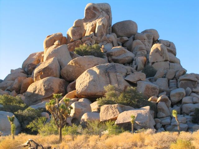 File:Joshua-tree-boulder-pile-760x570.jpg