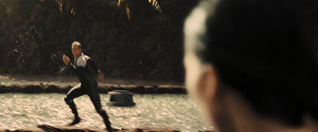 File:Katniss Gloss sprinting.jpg