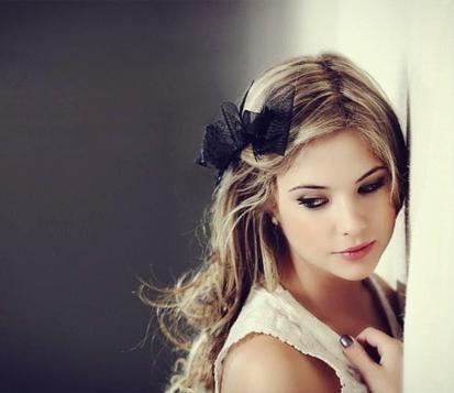 File:Ashley-benson-beautiful-black-black-nailpolish-blonde-Favim.com-257399.jpg