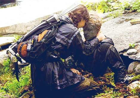 File:Katniss peeta rocks.jpg
