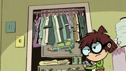 S1E25B Lisa opens the closet