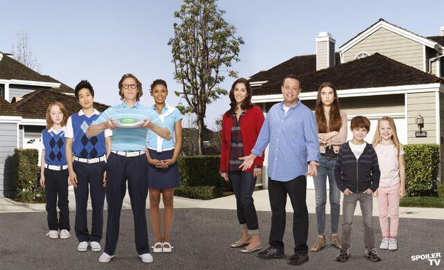 File:The-Neighbors-cast.jpg