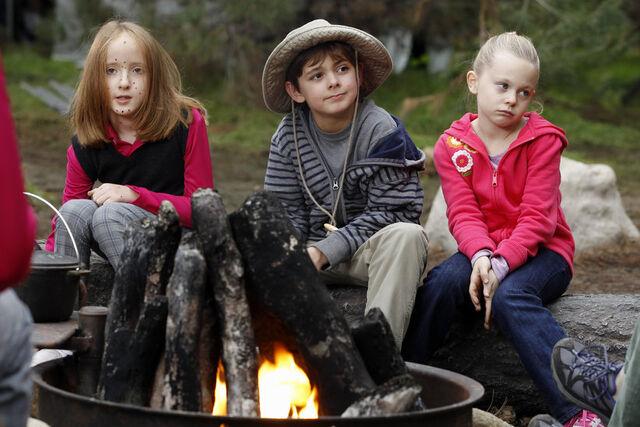 File:Camping 03 Ian Patrick Max Charles Isabella Cramp.jpg