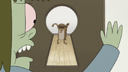 S7E03.142 Muscle Man Seeing Rigby Through a Peephole