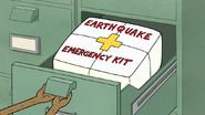 S7E28.019 Earthquake Emergency Kit