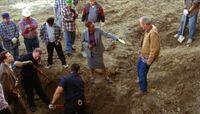 1x04 Digging for Manuel