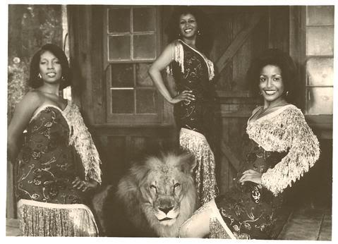 File:Supremes1974redgold.jpg