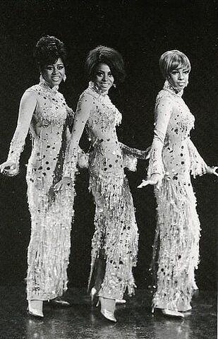 File:Supremes1967chandelier2.jpg