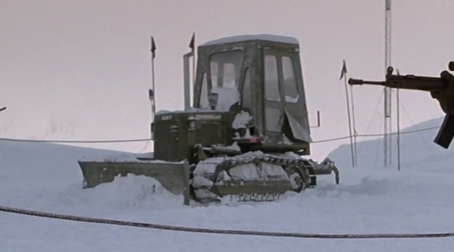 File:Caterpillar bulldozer - The Thing (1982).png