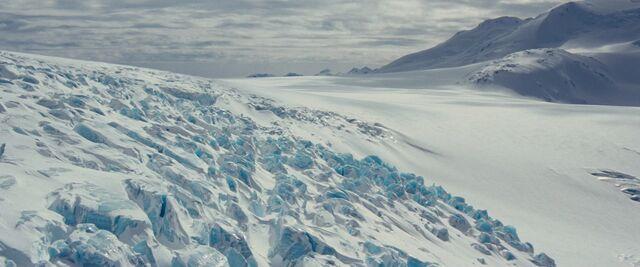 File:Antarctica establishing shot - The Thing (2011).jpg