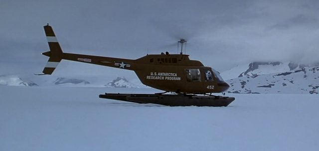 File:American Helicopter arriving at crash site - The Thing (1982).png