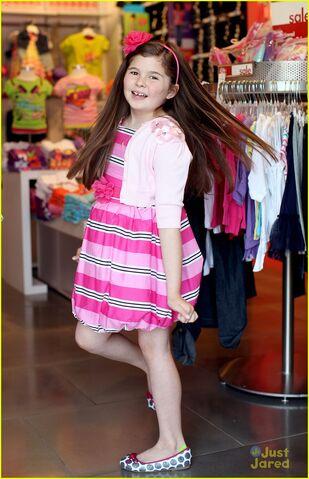 File:Addison-riecke-goes-shopping-for-kids-choice-awards-01.jpg