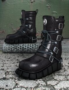 Daedalus boots