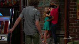 Reed sees Charlie & Zoey kissing