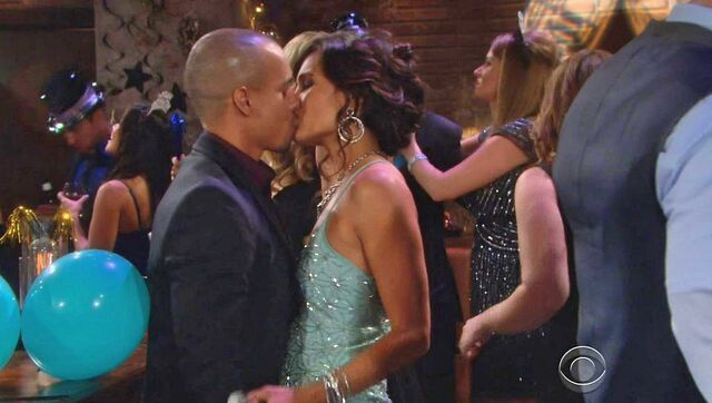 File:Devon & Gwen NYE kiss.jpg