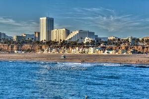 Santa-Monica-beach-CA-Skyline