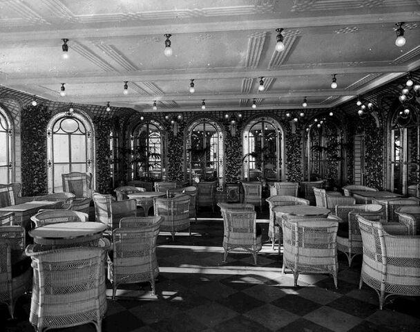 File:Veranda café on RMS Olympic.jpg