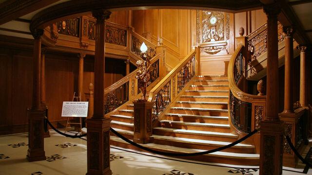 File:Titanic-Grand-Staircase-titanic-11305692-1680-945.jpg