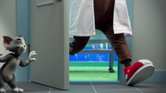 Static Shocks - Tom hiding while a scientist leave the lab