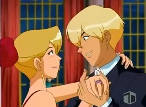 Arquivo:Clover and Kyle dance.png