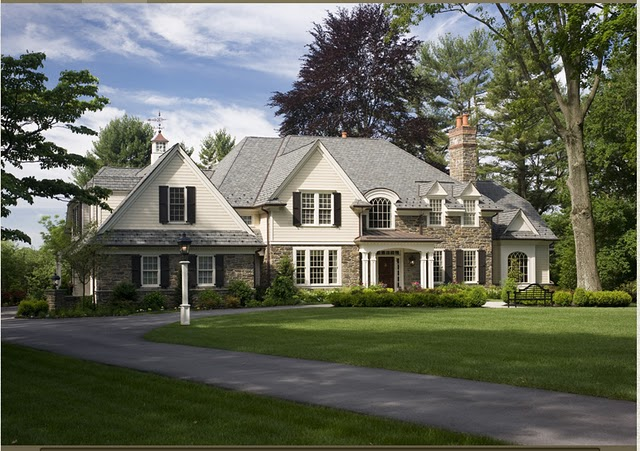 File:Exterior 2 of stone colonial house by McIntyre Capron Architects.jpg