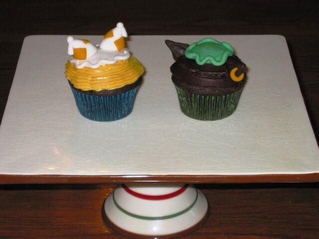 File:Touhou cupcakes ran chen by gothicheroine-d31x3n2.jpg