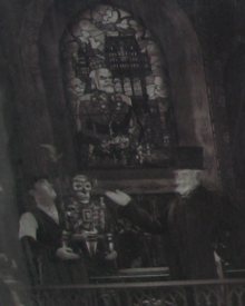 Harrison-Hightower-presenting-statue