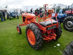 Allis Chalmers B from rear-P8100539