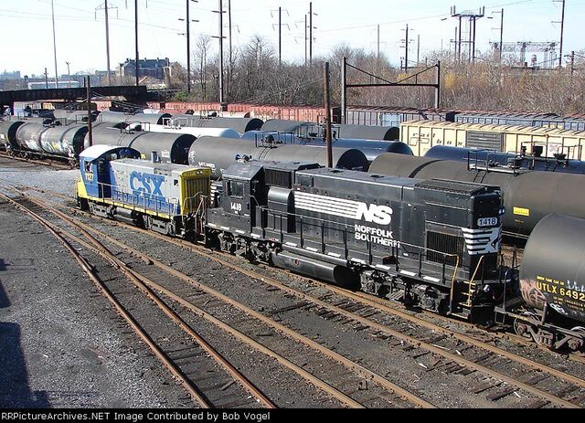 File:Rare NS and CSX units.jpg