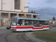 800px-Tram Vario LF Brno