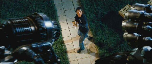 File:Movie Ironhide threatens Mojo.JPG