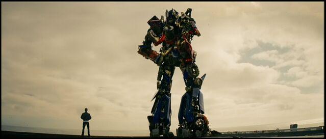 File:Rotf-samwitwicky&optimusprime-film-end.jpg