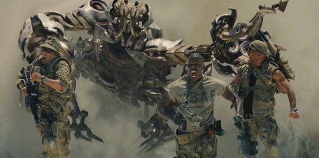 File:Movie Scorponok leapsout.jpg