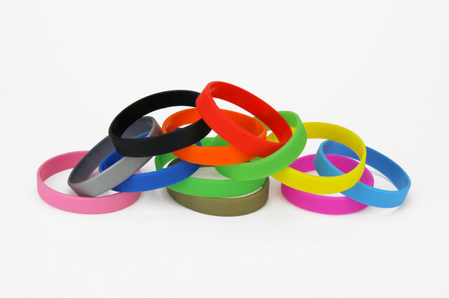 File:Plain-silicone-wristbands.jpg