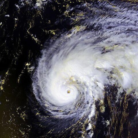 File:800px-Hurricane Felix 13 sept 2001 1703Z.jpg