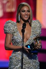 Beyonce-at-the-grammy-awards-2010