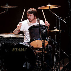 Dave-grohl-tama-drums