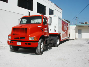 File:International 4000 Coca Cola Truck.jpg