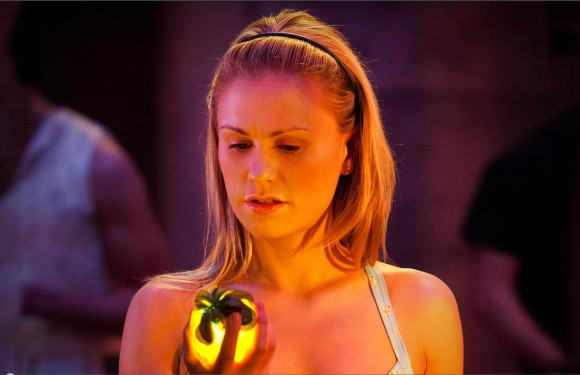 File:Sookie-light-fruit-true-blood-season-4-episode-1-shes-not-there-580x375.jpg