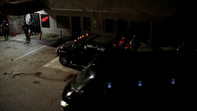 File:3x09 -v-feds keep eric and pam on lock-down.jpg