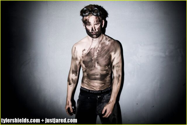 File:Allan-hyde-shirtless-godric-true-blood-02-1024x684.jpg