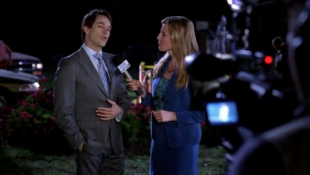 File:Bill with reporter.png