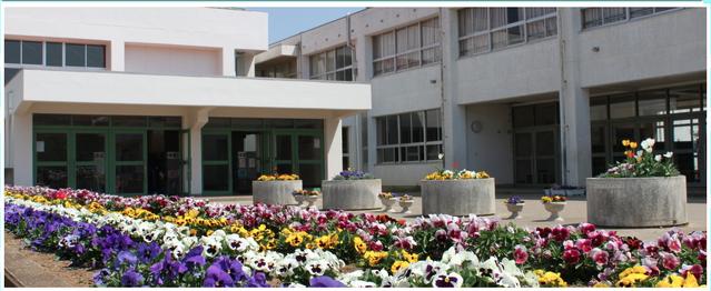 File:Azuma Elementary walkway.png